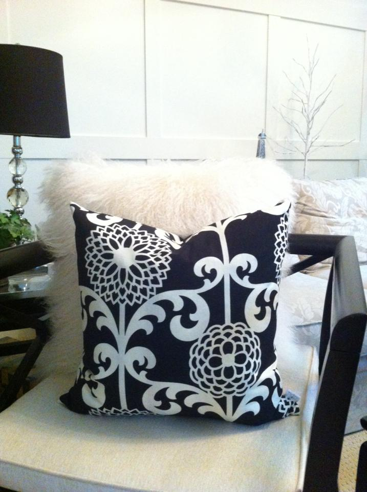 Holiday Gift Guide for Moms: Cushion Covers